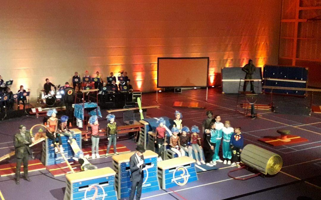 Vrijwilligers genieten van voorstelling Herke dankzij opbrengst Feanrun