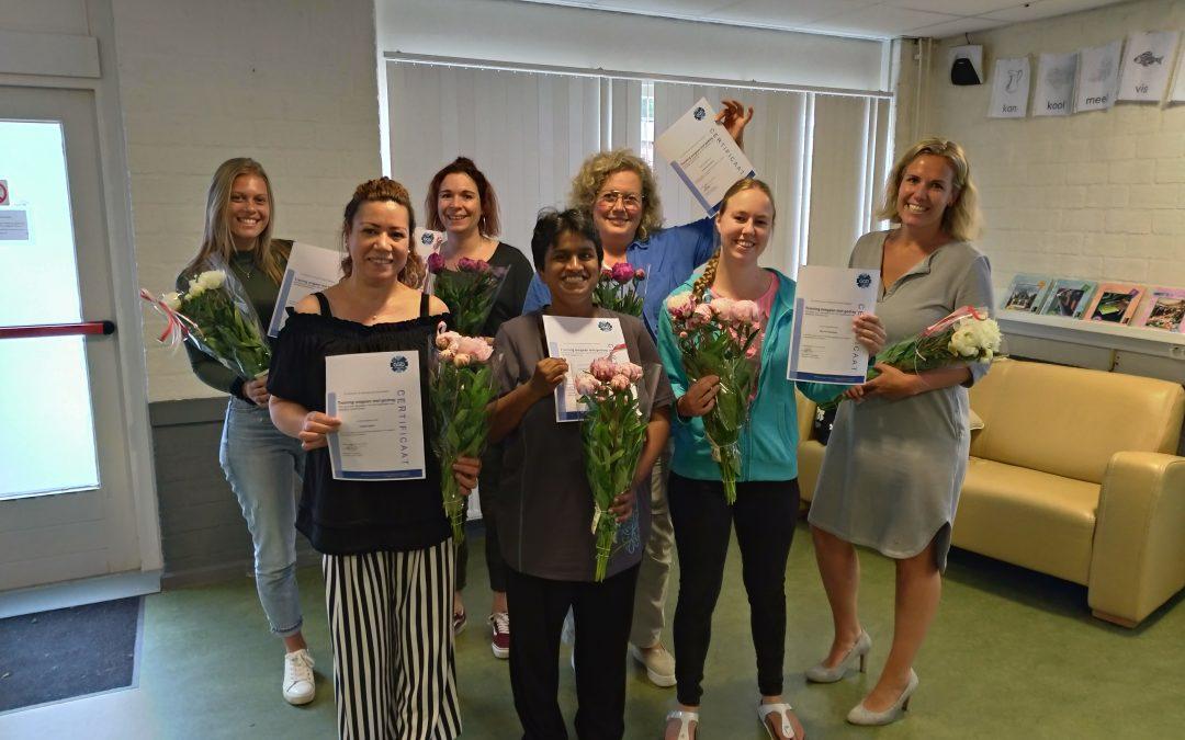 Huiskamer vrijwilligers ronden training af met certificaat