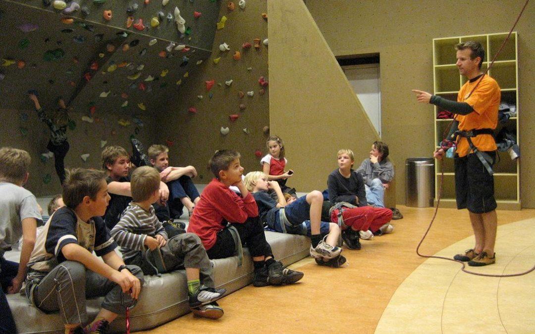 Klimmen met jonge mantelzorgers tijdens FUNdag in Sportstad Heerenveen