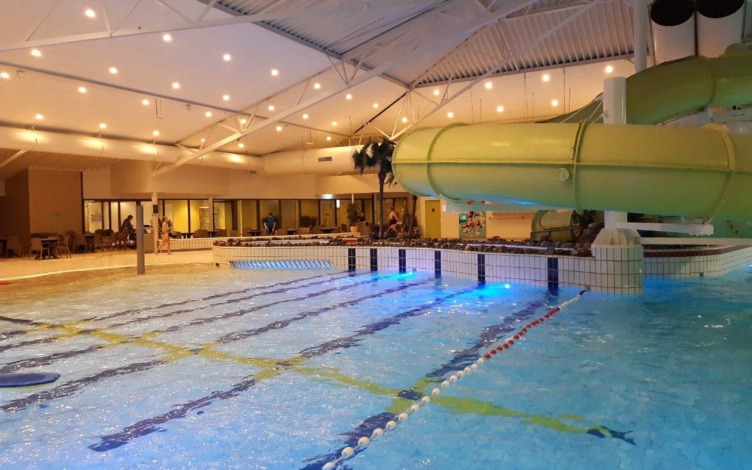 Jonge Mantelzorgers in het zwembad tijdens FUNdag